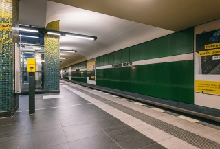 u-bahnhof-eisenacher-strasse-berlin-01.jpg