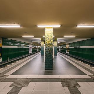 u-bahnhof-eisenacher-strasse-berlin-04.jpg