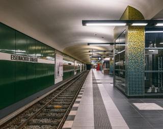 u-bahnhof-eisenacher-strasse-berlin-06.jpg